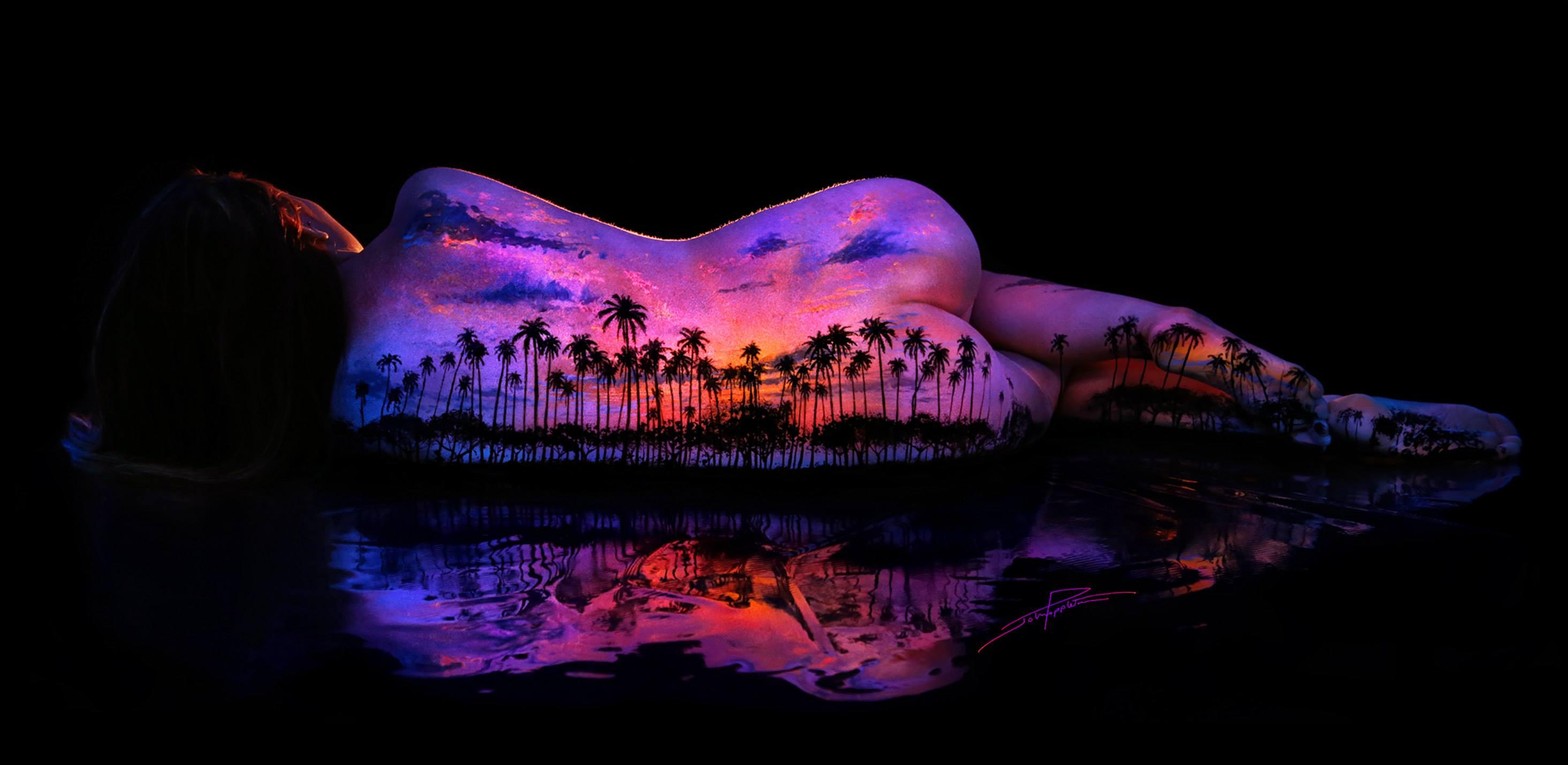 女性と自然の融合…背中に描かれたアートが言葉を失う美しさ