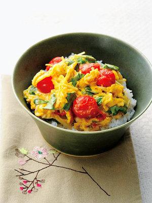 【レシピ】三つ葉とトマトの卵くずしオムレツ丼とココナッツオイル入りおやつ