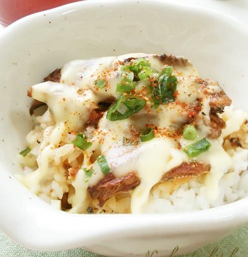 【5分レシピ】とろ~りさんま丼とレタススープのズボラ飯!おやつはバナナと卵だけのパンケーキ♪
