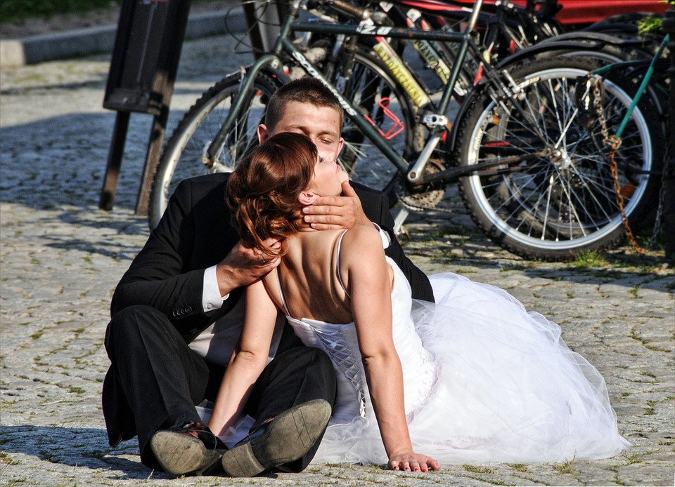 bride-and-groom-1339009_960_720