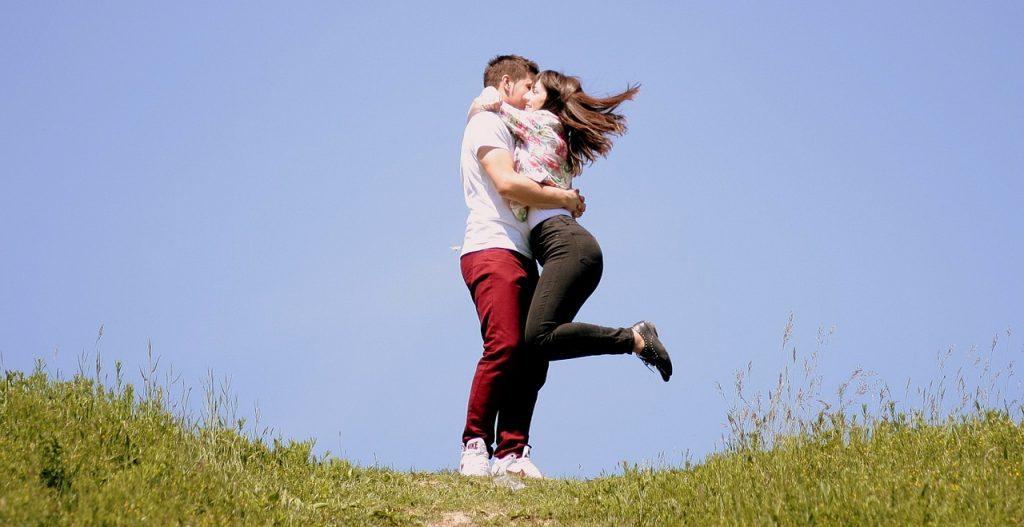 couple-1363982_1280