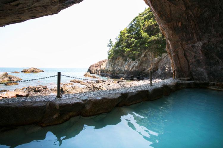 一度は行ってみて欲しい!帰るのを忘れてしまう、天然の洞窟温泉
