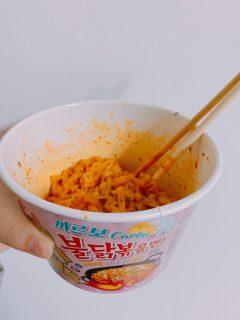 韓国で大人気!ブルダックポックンミョン(炒め麺)カップ麺の作り方!【-불닭볶음면-ブルダックポックンミョン】